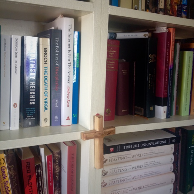 The IMPOSSIBLE task of sorting which books are coming (can you tell what belongs to whom?)